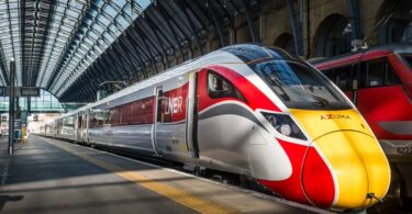 Revner på højhastighedstog forårsager 'betydelig forstyrrelse' af de britiske jernbanetjenester