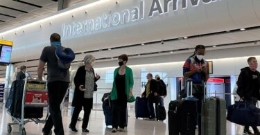 미국 최고의 여행 지도자, 백악관, 국제 여행 재개 촉구