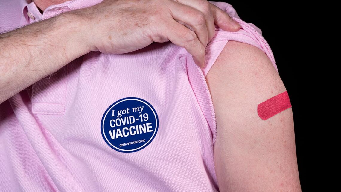 CDC: Americanos totalmente vacinados podem ficar sem máscaras, distanciamento físico
