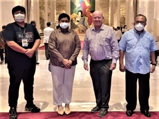 Бившият министър на туризма на Сейшелските острови St.Ange обсъжда туризма с представители на Индонезия