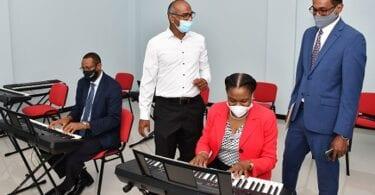 Vertreter des Tourismus in Jamaika besichtigen das Sanierungsprojekt des Alpha Campus