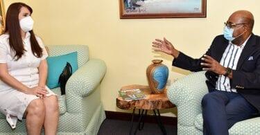 Den nye Dominikanske Republiks ambassadør i Jamaica besøger Jamaica's turistminister