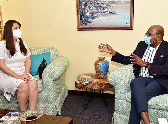 Ο Πρέσβης της Νέας Δομινικανής Δημοκρατίας στην Τζαμάικα καλωσορίζει τον Υπουργό Τουρισμού της Τζαμάικα
