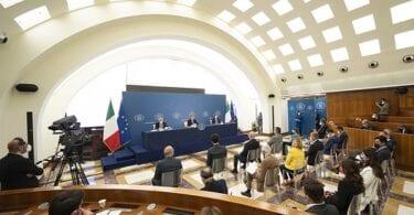 رئيس الوزراء دراجي: إعادة فتح إيطاليا نتيجة التطعيمات