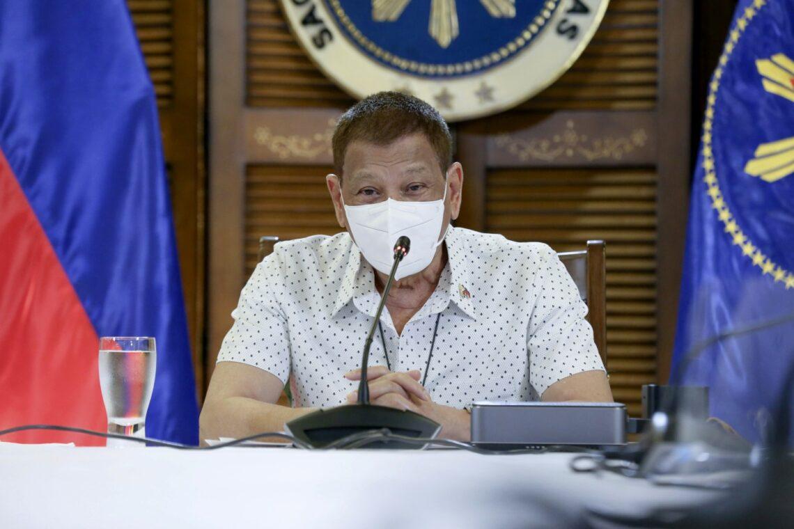 Prezidanto Duterte: Se vi ne volas vakciniĝi, iru en malliberejon aŭ forlasu Filipinion!