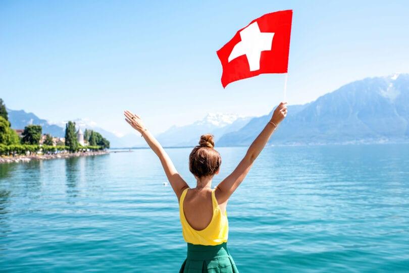 Η Ελβετία ανοίγει τα σύνορά της σε εμβολιασμένους τουρίστες του Κόλπου