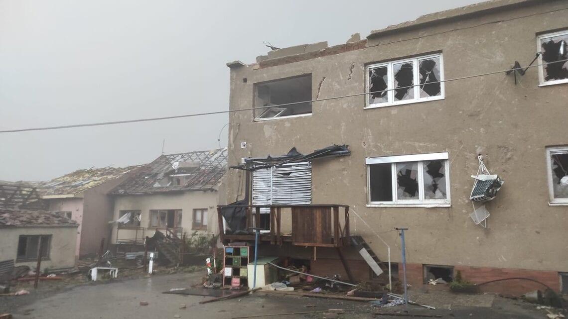Un potente tornado distrugge villaggi, ferisce centinaia di persone in Repubblica Ceca