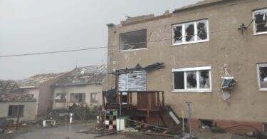 Kuchli Tornado qishloqlarni vayron qiladi, Chexiyada yuzlab odamlarni jarohatlaydi