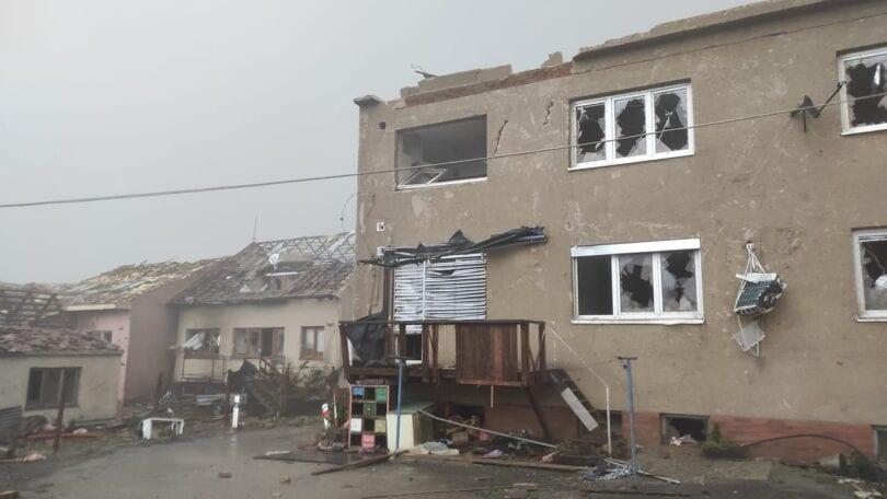Ο ισχυρός ανεμοστρόβιλος καταστρέφει χωριά, τραυματίζει εκατοντάδες στην Τσεχική Δημοκρατία