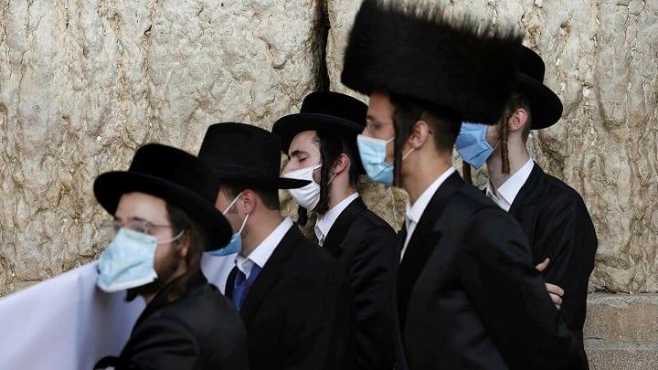Izrael a COVID-10 korlátozások megszüntetése után mindössze 19 nappal újravezeti a maszkkövetelést
