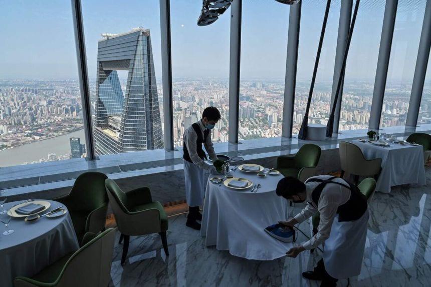 Das höchste Hotel der Welt eröffnet in Shanghai, China