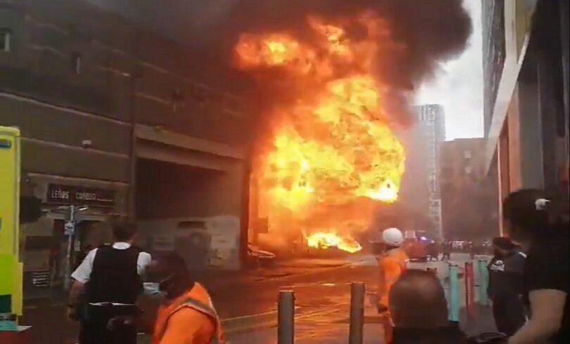 Τεράστια πυρκαγιά και έκρηξη: Εκκενώθηκε ο σιδηροδρομικός σταθμός Elephant and Castle του Λονδίνου