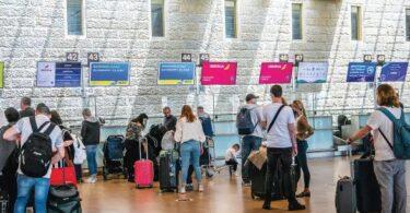 Израел поставя нова тревожна тенденция в затварянето за ваксинирани пътници