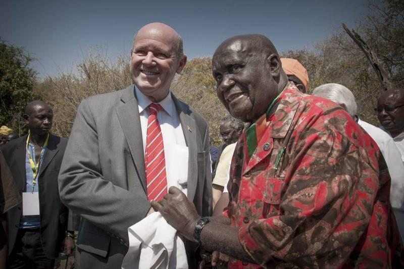 Założyciel Zambii Kenneth Kaunda zmarł dzisiaj, pozostawiając swoją piosenkę o afrykańskiej turystyce, zmianach klimatycznych i pokoju na świecie jako spuściznę