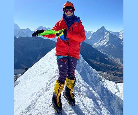 ແມ່ຍິງອາຟຣິກາທີ່ ໜຸ່ມ ນ້ອຍທີ່ສຸດເອົາຊະນະ Mount Everest