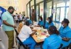 وزير السياحة الجامايكي يشكر العاملين في مجال الصحة العامة في سانت جيمس
