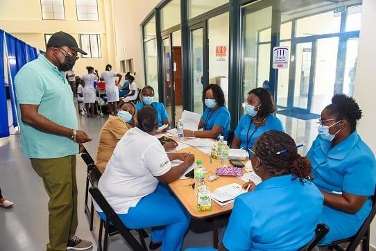 Ямайканың туризм министрі Сент Джеймс қоғамдық денсаулық сақтау қызметкерлеріне алғысын білдіреді