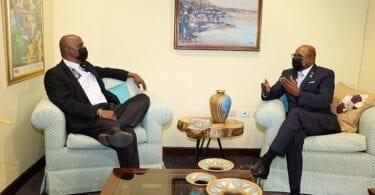 Ang embahador sa Panama sa Jamaica nagbayad sa maayong pamatbat sa Ministro sa Turismo sa Jamaica