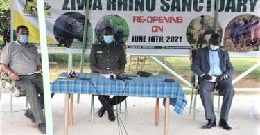Misokatra indray i Ziwa Rhino Sanctuary eo ambanin'ny Fahefana Wildlife Uganda manampy ny fizahan-tany