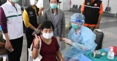 Bangkokeko funtzionarioak COVID-19 edukitzeko desesperatuta daude
