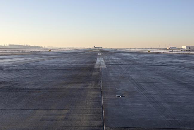 Moskva Šeremetjevo lennujaam töötab välja uue lahenduse lennuvälja teekatte juhtimiseks