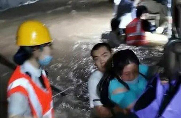 12 togpassasjerer drept, 5 skadet i oversvømmet tunnelbanetunnel i Kina