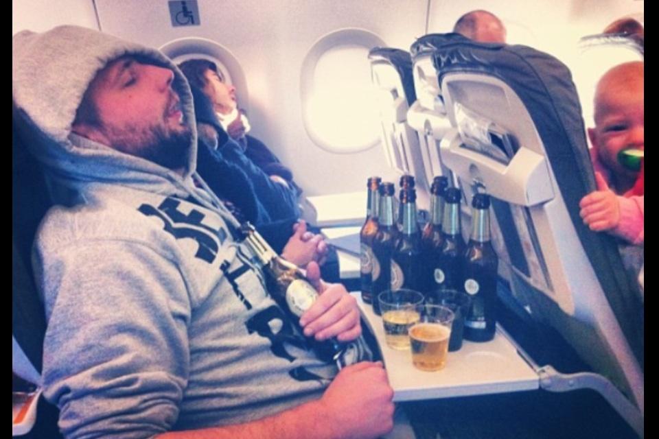 Amerikanët duan më pak alkool në fluturime