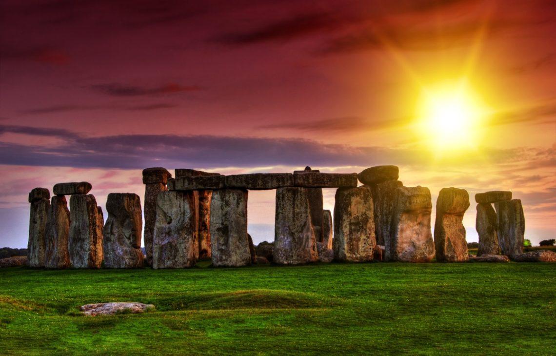 UNESCO waxay ku hanjabtay inay Stonehenge ka xayuubineyso meeqaamkii uu lahaa
