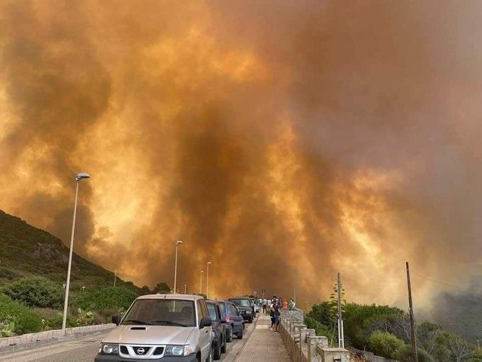 Sadat evakuoitiin Sardinian metsäpaloista, kun Rooma pyytää EU: n apua