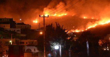 荒れ狂うトルコの山火事がボドルムとマルマリスで観光客の避難を引き起こします