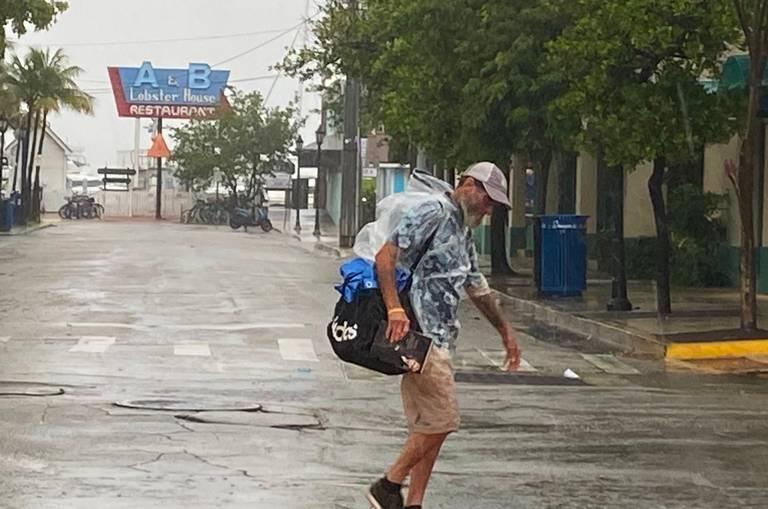 Tropická búrka Elsa prechádza neďaleko Florida Keys s minimálnymi nárazmi