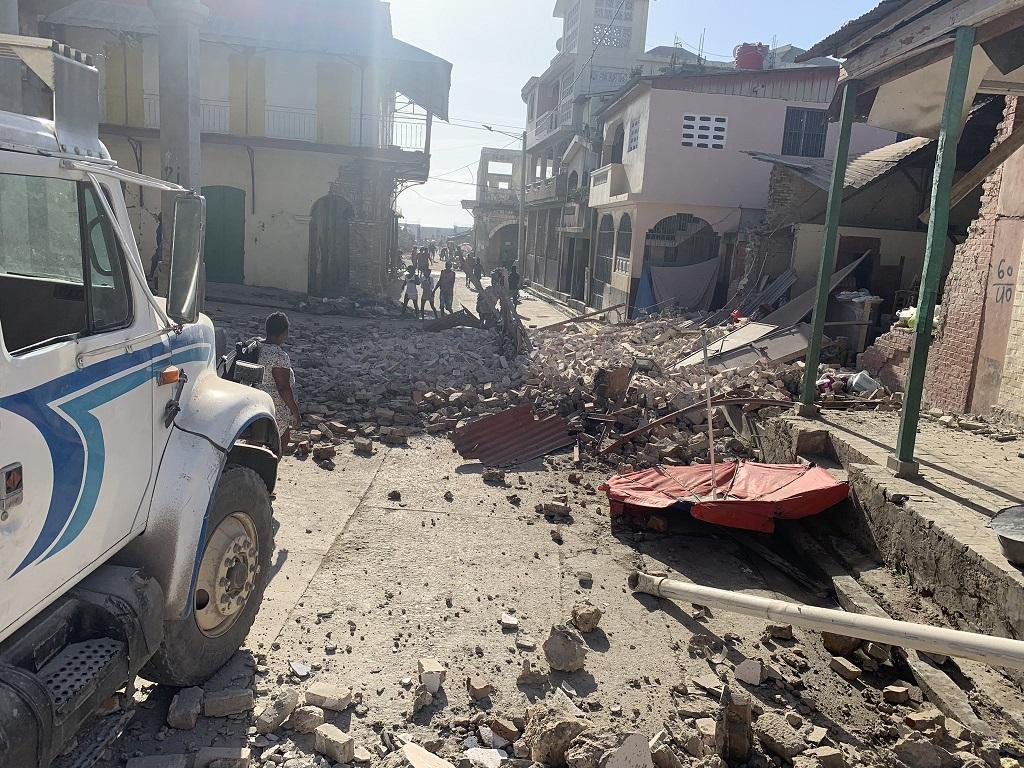 Смърт, наранявания, щети, докладвани при голямо земетресение в Хаити