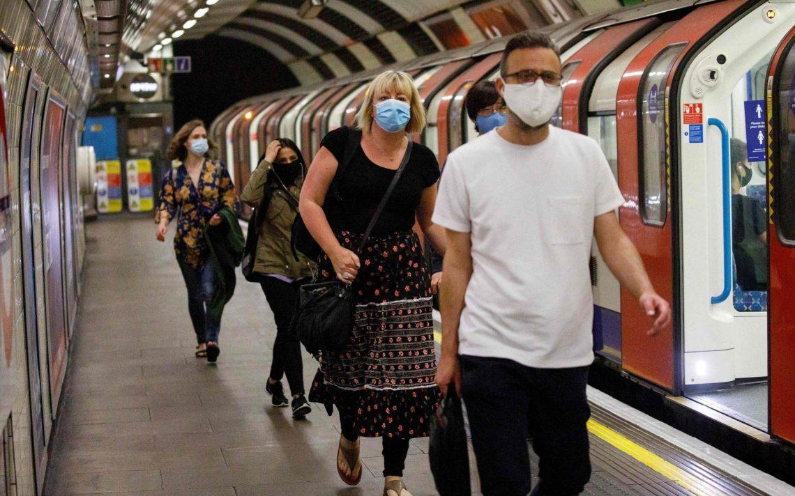 Υποχρεωτικές μάσκες που επιστρέφουν στο μετρό του Λονδίνου