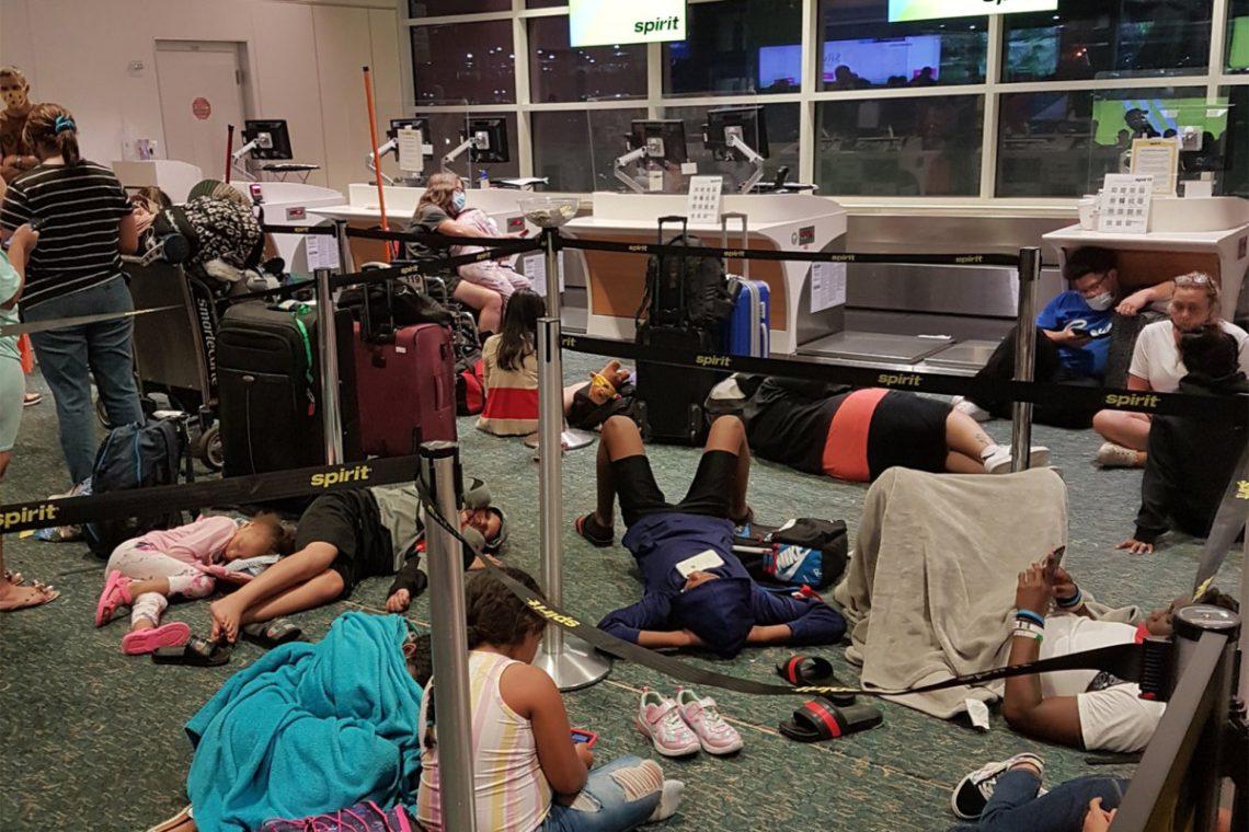 Migliaia di persone bloccate mentre Spirit Airlines cancella quasi 300 voli