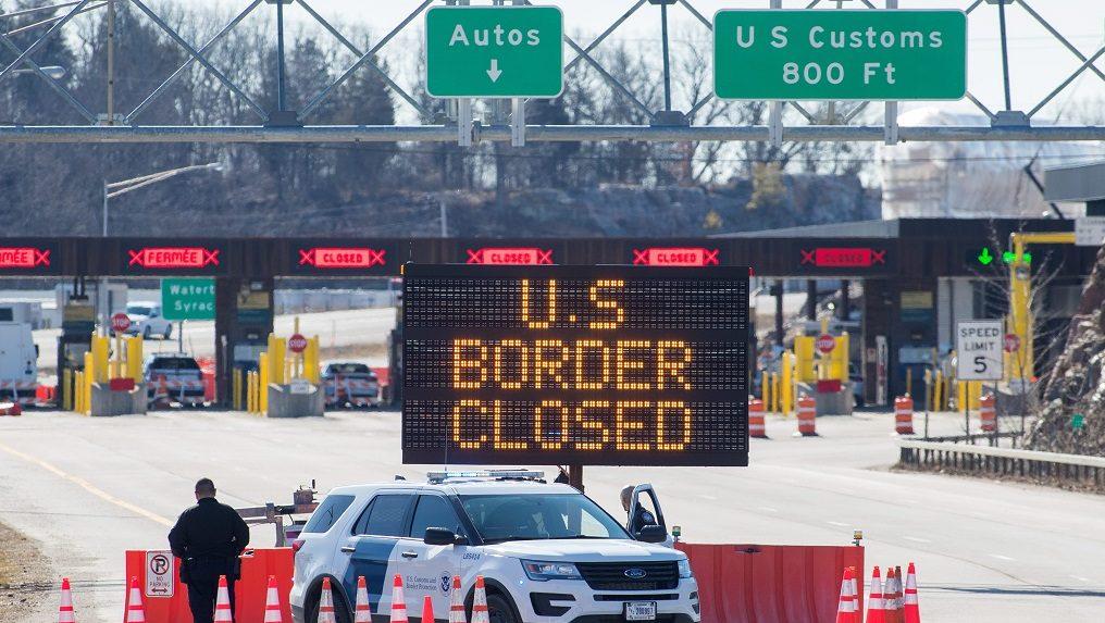 美国与加拿大和墨西哥的陆地边界关闭至22月XNUMX日