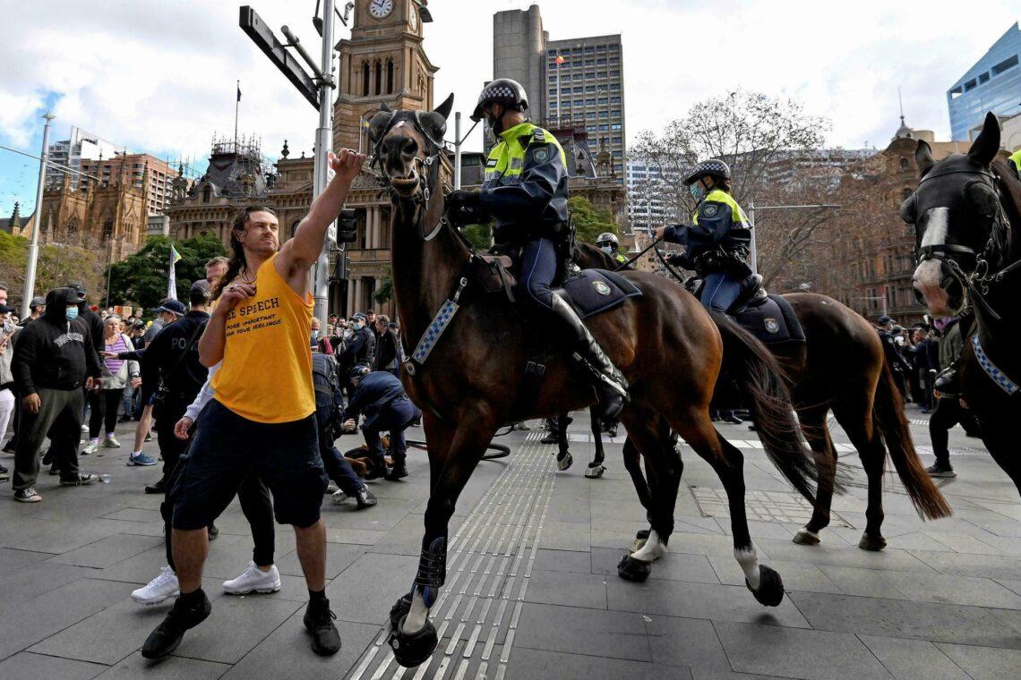 Estallan violentas protestas callejeras en Sydney y Melbourne, cientos arrestados