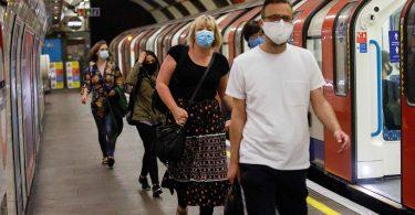 လန်ဒန်မြေအောက်သို့မဖြစ်မနေလိုအပ်သောမျက်နှာဖုံးများ