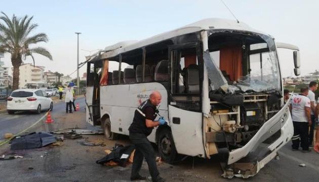 Quattru Turisti Russi uccisi, 16 feriti in Turchia Turchinu Bus Disastru