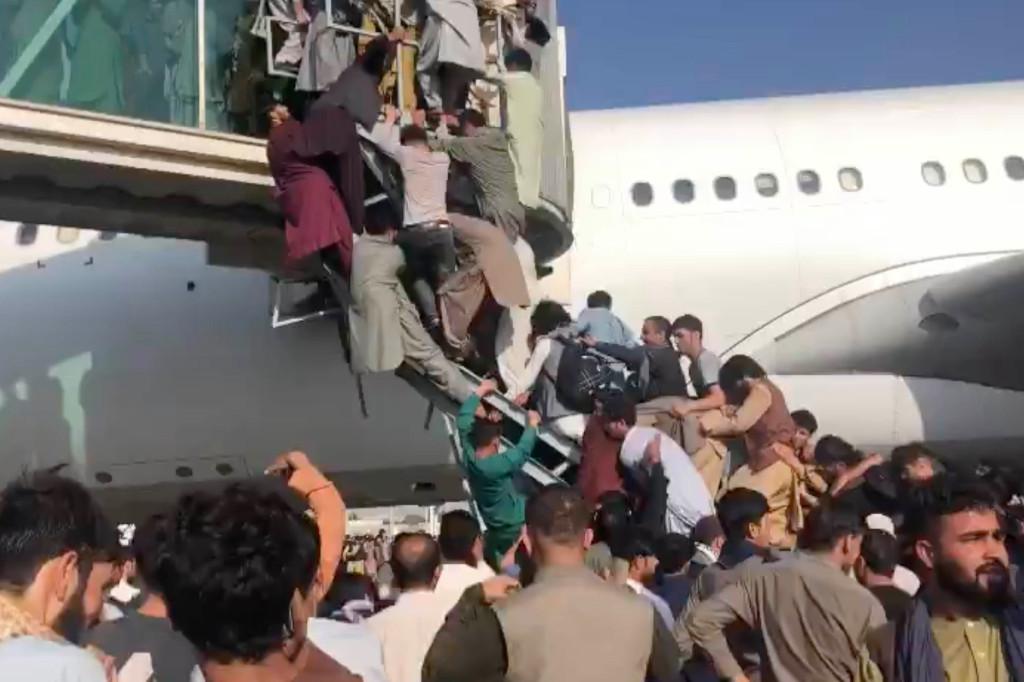 შვიდი დაიღუპა ქაბულის აეროპორტის ქაოსში, რადგან გაუქმდა ყველა კომერციული რეისი