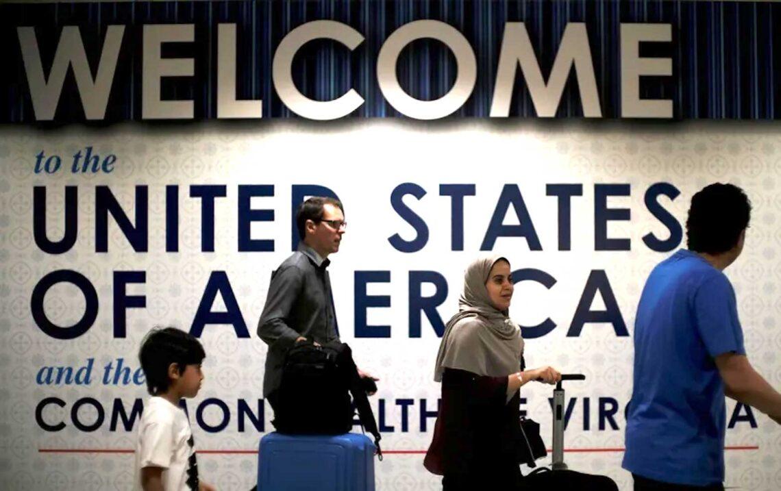 AS menamatkan larangan perjalanan bagi pelawat asing yang diberi vaksin