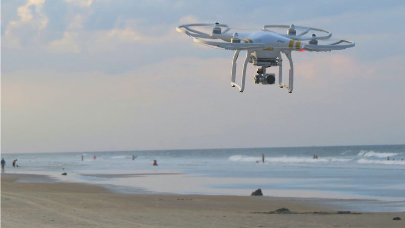 Fleanende drones om Italjaanske strângongers op te sykjen dy't COVID-19 fersprieden