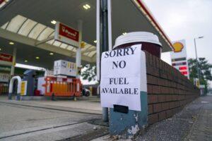 90% av britiske bensinpumper er tørre på grunn av kjøp av panikk