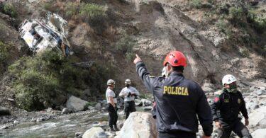32 mortos, 20 feridos cando o autobús cae do penedo en Perú