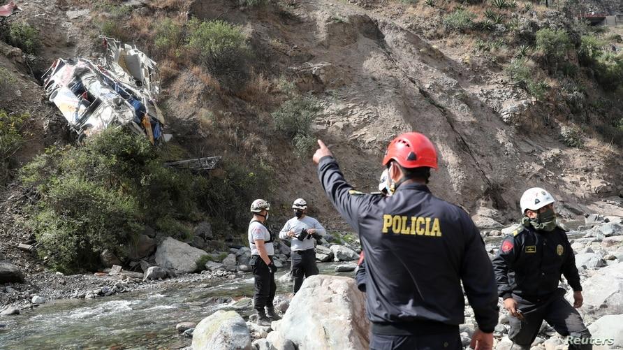32 הרוגים, 20 נפצעו כאשר אוטובוס נופל מצוק בפרו