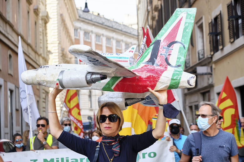 EU urged to stop breaches of Alitalia workers' rights