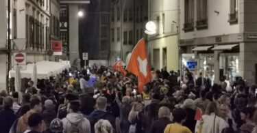 اندلاع أعمال شغب عنيفة في سويسرا بسبب جوازات سفر COVID-19