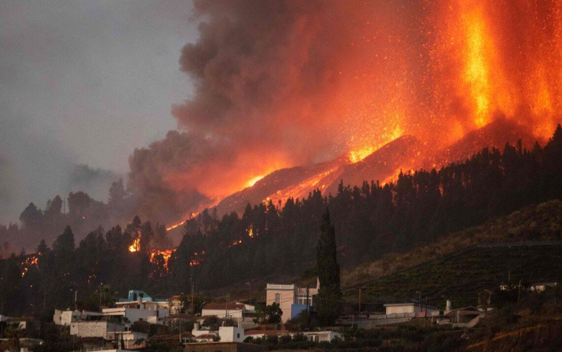 """L'isule Canarie """"sò sicure"""" dice u ministru mentre 5,000 persone fuggenu da l'eruzione di La Palma"""