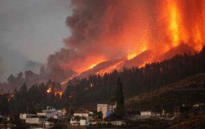"""5,000人逃离拉帕尔马火山爆发 部长称加那利群岛""""安全"""""""