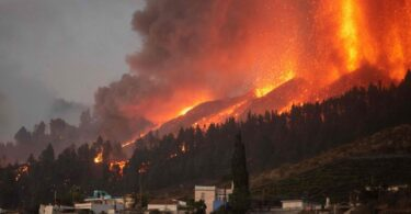 The Canary Islands 'are safe' says minister as 5,000 people flee La Palma eruption