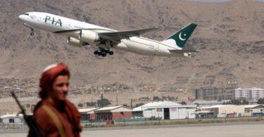 Earste bûtenlânske passazjiersflecht fan Islamabad lânet op Kabul fleanfjild